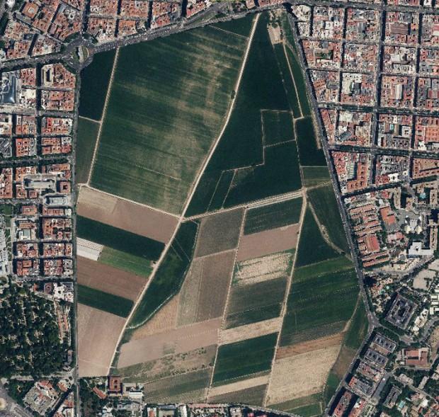 El parque del Retiro en el centro de Madrid, sustituido por terrenos de cultivo a la misma escala
