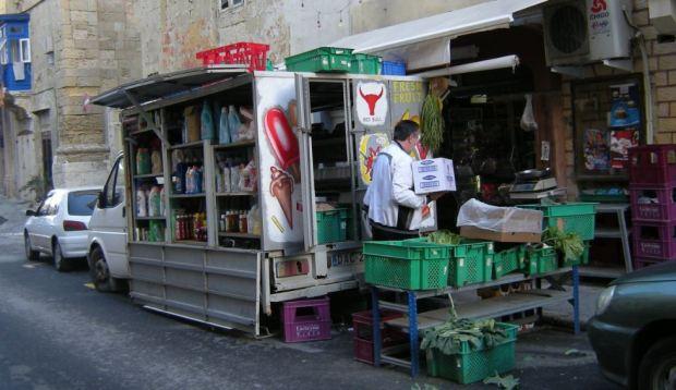 Pequeña tienda en una calle secundaria de La Valleta