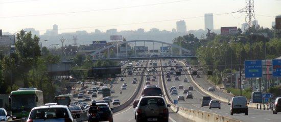 La autopista A6. Aravaca a la derecha, el centro de Madrid al fondo