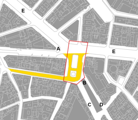 La plaza de Callao y la zona adyacente de Gran Vía miden algo menos de 5.000 m2 (un poco más que un acre, algo menos de media hectárea). La zona tramada de color naranja corresponde a la reciente peatonalización