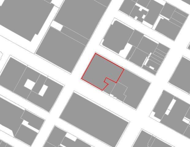 La parcela del edificio Chrysler, en la esquina de Lexington y la calle 42 (las fuentes catastrales del Ayuntamiento de Nueva York muestran dos formas diferentes de la misma parcela según el mapa)