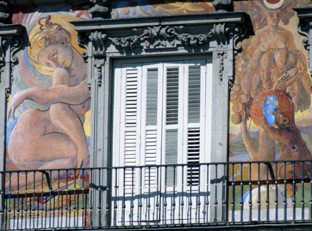 Detalle de la fachada de la Casa de la Panadería en la Plaza Mayor de Madrid