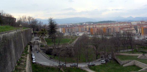 La muralla de Pamplona hacia el río