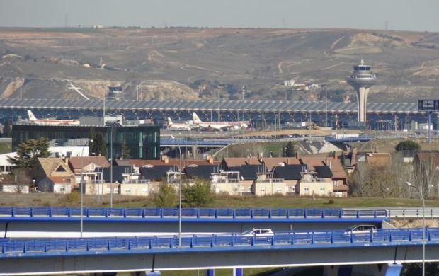 Aeropuerto de Barajas, visto desde el parque Juan Carlos I