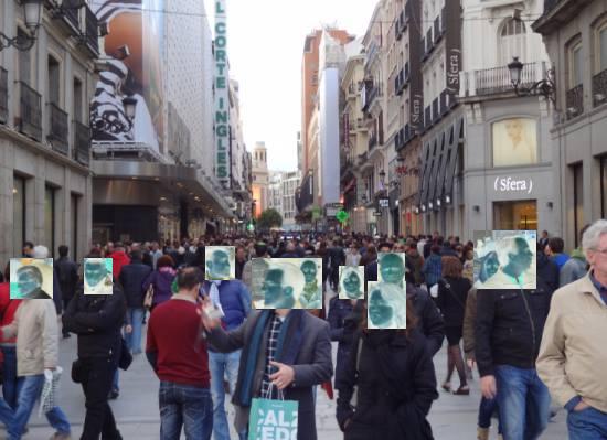 Peatones en la calle Preciados de Madrid