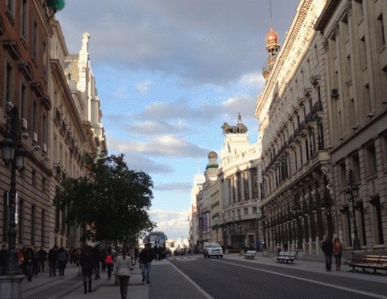 La calle de Alcalá, uno de los ejes históricos de la ciudad