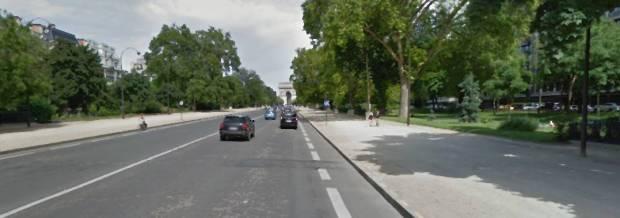 La vía central: pocas intersecciones, gran distancia a las edificaciones. Casi una autopista