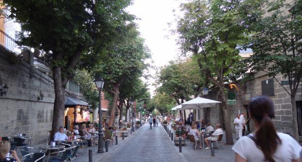 La principal calle comercial del pueblo