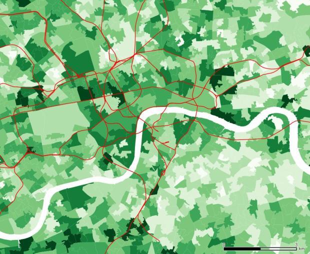 La población con mayor formación en la zona central está relativamente repartida. Whitehall y Belgravia cuentan con valores altos, pero también ciertas zonas al suroeste.