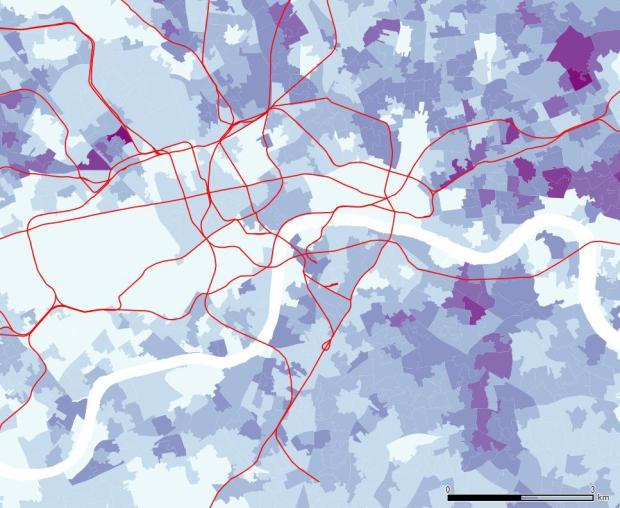La población sin formación en la zona central se concentra en el este, aunque hay algun área al norte de Hyde Park que muestra también altos valores.