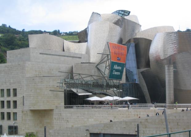 La fachada de titanio del Guggenheim Bilbao