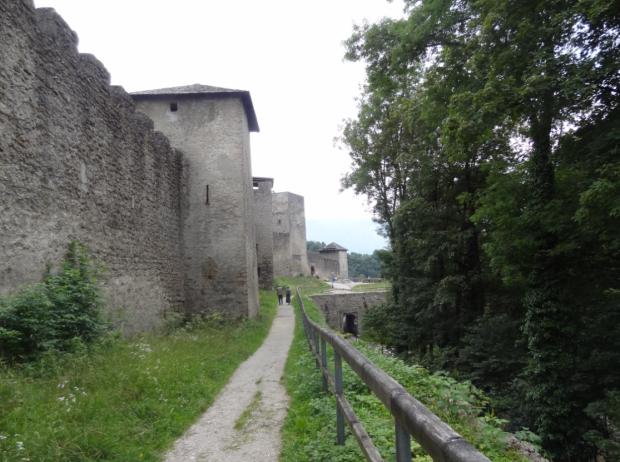Muralla medieval en Mönschberg